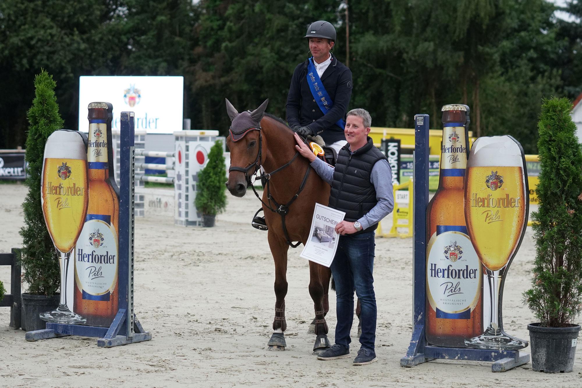 Sponsor Bismarck Outdoors Ehrenpreis Meise Moebel Dieter Smitz